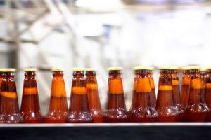 beer bottles on conveyor | Food and beveragge industry | Air Equipment